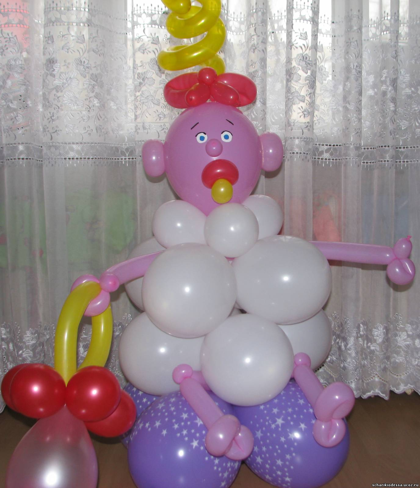 Ребенок из шариков фото